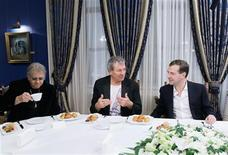 <p>Russia's President Dmitry Medvedev (R) listens to Ian Gillan (C), a vocalist from British rock group Deep Purple, while drummer Ian Paice sits nearby, during their meeting at the Gorki presidential residence outside Moscow March 22, 2011. REUTERS/Vladimir Rodionov/RIA Novosti/Kremlin</p>