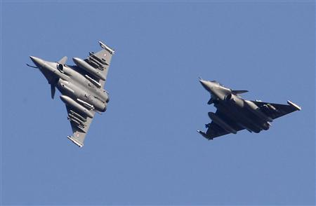 French Rafale fighter jets prepare to land at the military air base of Solenzara, on the Mediterranean island of Corsica, where France is using to run its military operation against Libya, March 23, 2011. REUTERS/Jean-Paul Pelissier