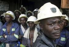 <p>Konkola Copper Mines PLC workers wait in a lift before going to work underground in Konkola, in this April 12, 2005 file photo. REUTERS/Stringer</p>