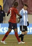 <p>O adolescente norte-americano Juan Agudelo aproveitou um raro erro defensivo da Argentina e deu aos Estados Unidos um empate de 1 x 1 no amistoso de sábado em casa. REUTERS/Gary Hershorn</p>