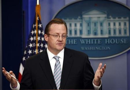 White House Press Secretary Robert Gibbs answers questions during the press briefing at the White House in Washington, September 30, 2010. REUTERS/Jim Young