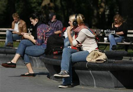 People sit in Washington Square Park in New York, October 21, 2009. REUTERS/Shannon Stapleton