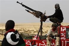 <p>Rebels guard their final position along the front line on the road east of Brega as forces loyal to Muammar Gaddafi pushed them further from strategic oil refineries in eastern Libya, March 30, 2011. REUTERS/Finbarr O'Reilly</p>