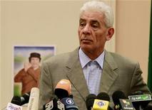 <p>Министр иностранных дел Ливии Муса Куса на пресс-конференции в Триполи, 18 марта 2011 года. Один из ближайших соратников Муаммара Каддафи и бывший глава ливийской разведки, министр иностранных дел Муса Куса, отрекся от своего начальника и бежал в среду в Великобританию в знак протеста против насилия над гражданским населением, сообщил друг Кусы. REUTERS/Zohra Bensemra</p>