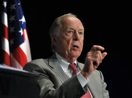 T. Boone Pickens chair of the hedge fund BP Capital Management, answers questions during a Chamber of Commerce luncheon, part of the ''Changing the Climate, Canada's New Energy Environment'' series in Calgary, Alberta September 22, 2010. REUTERS/Todd Korol