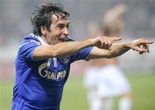 <p>Raúl celebra gol do Schalke 04 contra o St. Pauli em Hamburgo. 01/04/2011 REUTERS/Fabian Bimmer</p>