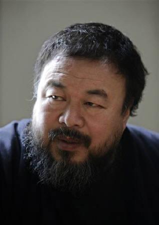 2010年5月1日艾未未在其北京工作室接受路透采访的图片。REUTERS/Grace Liang