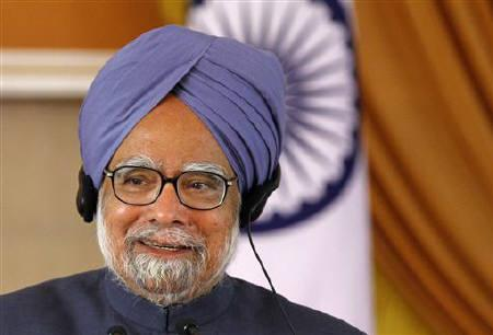Indian Prime Minister Manmohan Singh speaks during a news conference in New Delhi December 21, 2010. REUTERS/B Mathur/Files