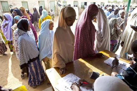 Women queue to cast their ballots in Nigeria's parliamentary elections in the northern city of Kano, April 9, 2011.    REUTERS/Joseph Penney