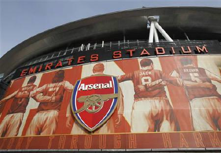 The crest of English Premier League soccer club Arsenal is seen in front of their home ground,  the Emirates Stadium, in London April 11, 2011. REUTERS/Chris Helgren