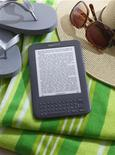 <p>Amazon.com propose désormais une version de sa liseuse Kindle à 114 dollars, soit 25 dollars de moins que le modèle traditionnel, mais elle inclut de la publicité. /Photo d'archives/REUTERSREUTERS/Amazon</p>