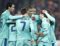 <p>Jogadores do Barcelona comemoram gol de Lionel Messi (2o à direita) contra o Shakhtar Donetsk. 12/04/2011. REUTERS/Gleb Garanich</p>