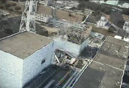 4月12日、IAEAのフローリー事務次長は、福島原発とチェルノブイリ原発の事故は非常に異なっているとの見解を示した。写真は10日、福島第1原発の映像。東電提供(2011年 ロイター)