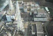 """<p>Вид на японскую АЭС """"Фукусима-1"""" с вертолета 10 апреля 2011 года. Япония уже месяц пытается взять под контроль ситуацию на аварийной АЭС """"Фукусима-1"""", пострадавшей от разрушительного землетрясения и вызванного им цунами 11 марта. REUTERS/Tokyo Electric Power Co/Handout</p>"""