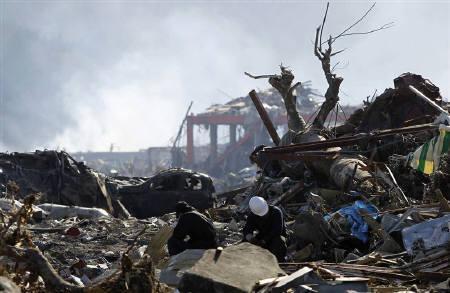 4月14日、東京大学のロバート・ゲラー教授は、地震の予知は不可能であるとし、日本政府は国民に対し予測不可能な事態に備えるよう呼び掛けるべきだと強調。写真は東日本大震災で被災した宮城県南三陸町で3月撮影(2011年 ロイター/Toru Hanai)