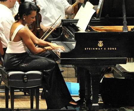 Former U.S. Secretary of State Condoleezza Rice plays the piano during a performance with the Philadelphia Orchestra in Philadelphia, Pennsylvania, July 27, 2010. REUTERS/John Randolph