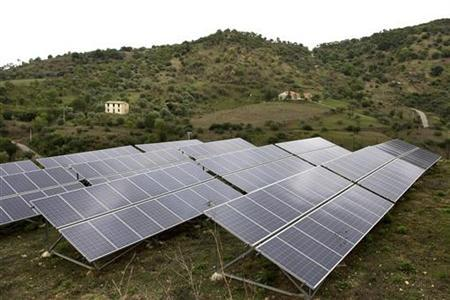 Solar panels are seen in a farm near the Sicilian town of Castelbuono, southern Italy, September 28, 2009. REUTERS/Giuseppe Piazza