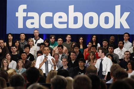President Obama attends a town hall meeting at Facebook headquarters with CEO Mark Zuckerberg in Palo Alto, April 20, 2011. REUTERS/Jim Young