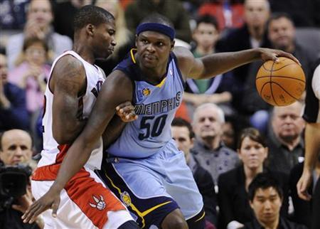 Memphis Grizzlies Zach Randolph goes to the basket Toronto Raptors Ed Davis (L) against during the second half of their NBA basketball game in Toronto, January 24, 2011. REUTERS/Mark Blinch