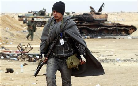 A rebel fighter takes up his position on the frontline along the western entrance of Ajdabiyah, April 20, 2011. REUTERS/Amr Abdallah Dalsh
