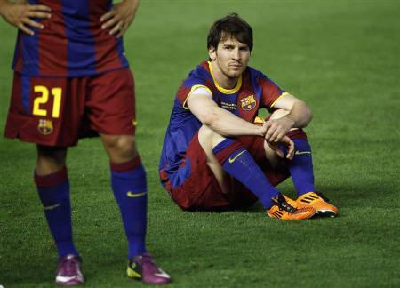 Barcelona's Lionel Messi reacts after losing the King's Cup final soccer match to Real Madrid at Mestalla stadium in Valencia April 20, 2011. REUTERS/Sergio Perez