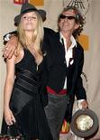 <p>Foto de archivo del guitarrista de The Rolling Stones Keith Richards y su hija Theodora llegando a la ceremonia de inducción al Salón de la Fama del Rock en 2004. Mar 15, 2004.</p>