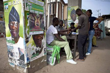 People register to vote in Lagos, Nigeria, April 26, 2011. REUTERS/Joseph Penney