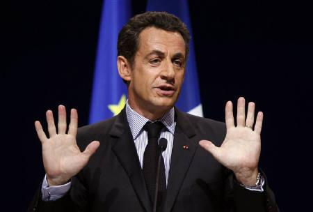 France's President Nicolas Sarkzoy delivers a speech during the annual meeting of French mayors in Paris November 20, 2007. REUTERS/Charles Platiau/Files