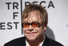 """<p>Foto de archivo del cantante Elton John a su llegada al Festival de Cine de Tribeca en Nueva York, abr 20 2011. Elton John estuvo por última vez en la abadía de Westminster hace 14 años, cuando cantó la conmovedora """"Candle in the Wind"""" en el funeral de su amiga la princesa Diana. REUTERS/Lucas Jackson</p>"""