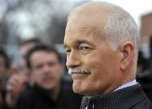 <p>Canada's NDP leader Jack Layton answers reporters' questions after a campaign rally in Winnipeg, Manitoba April 27, 2011. REUTERS/Fred Greenslade</p>