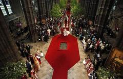 <p>Príncipe William e Catherine, duquesa de Cambridge, atravessam nave da Abadia de Westminster, no centro de Londres. 29/04/2011 REUTERS/Suzanne Plunkett</p>
