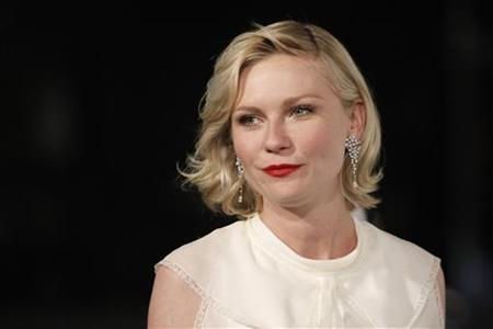 Actress Kirsten Dunst arrives at the annual gala for The Museum of Contemporary Art, Los Angeles (MOCA), in Los Angeles November 13, 2010. REUTERS/Danny Moloshok