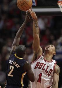Chicago Bulls' Derrick Rose (R) blocks Indiana Pacers' Darren Collison during the second half of Game 1 of their NBA Eastern Conference first round playoff basketball game in Chicago April 16, 2011. REUTERS/John Gress