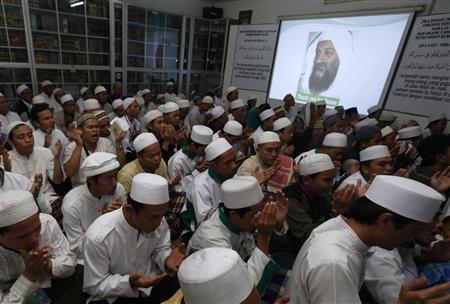 Members of Indonesia's Islamic Defenders Front (FPI) hold prayers for Osama bin Laden in Jakarta May 4, 2011. REUTERS/Beawiharta