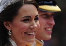 <p>O príncipe William e Catherine, duquesa de Cambridge, deixam a Abadia de Westminster para o Palácio de Buckingham, depois de se casarem em Londres. 29/04/2011 REUTERS/Kieran Doherty</p>