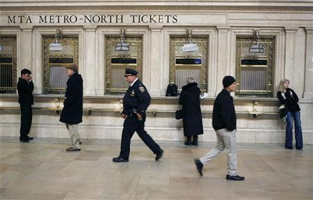 Commuters wait and walk through Grand Central Station in New York March 24, 2009. REUTERS/Lucas Jackson