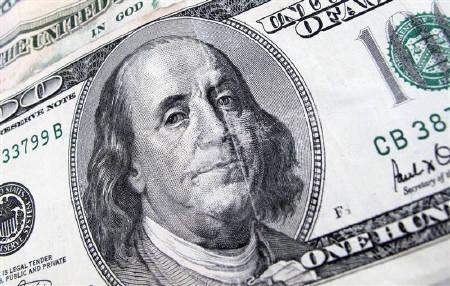A U.S. $100 dollar bill is seen December 17, 2009.   REUTERS/Sam Mircovich/Files