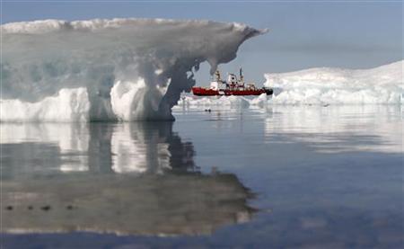 A Canadian Coast Guard icebreaker during an Arctic exercise, in Allen Bay, Nunavut, August 25, 2010. REUTERS/Chris Wattie