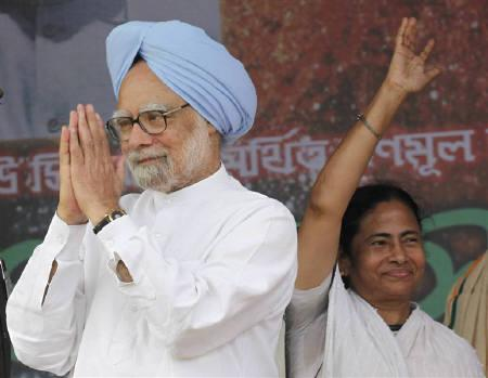 Railways Minister and Trinamool Congress Chief Mamata Banerjee (R) waves as Prime Minister Manmohan Singh gestures during an election campaign rally in Kolkata April 23, 2011. REUTERS/Rupak De Chowdhuri/Files