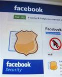 <p>Selon l'éditeur de logiciels de sécurité informatique Symantec, des annonceurs publicitaires ont pu avoir accès par erreur à des informations personnelles d'utilisateurs de Facebook. /Photo prise le 11 mai 2011/REUTERS/Tan Shung Sin</p>