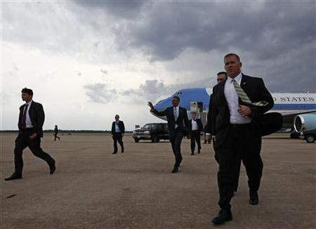 President Barack Obama walks across the tarmac after stepping off Air Force One at Austin-Bergstrom International Airport in Austin, Texas, May 10, 2011. REUTERS/Jim Young