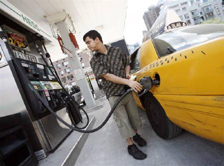 A New York City cab driver fills his taxi up with gas at a Hess station in New York July 2, 2008. REUTERS/Shannon Stapleton/Files
