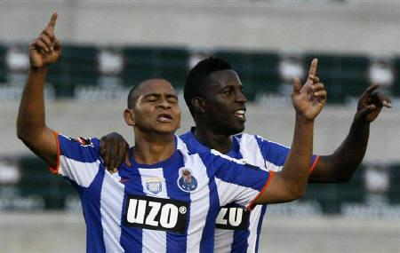 Porto's Walter Silva (L) celebrates with team mate Silvestre Varela their goal against Maritimo during their Portuguese Premier League soccer match at Barreiros stadium in Madeira Island May 14, 2011. REUTERS/Duarte Sa