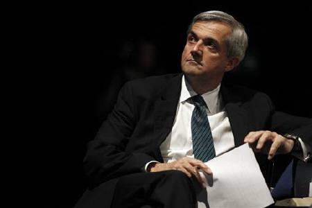 Chris Huhne waits to deliver his speech at the Liberal Democrat Party's conference in Liverpool, northern England September 21, 2010. REUTERS/Phil Noble/Files