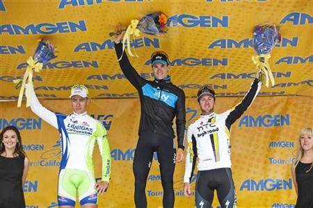 Stage 2 winner Team Sky's Ben Swift (C) of Great Britain salutes the crowd, flanked by Slovakian Peter Sagan of Team Liquigas-Cannondale (L) in second place and Team HTC-Highroad's Matthew Goss of Australia in third place, after Stage 2 of the Amgen Tour of California in Sacramento, California May 16, 2011. REUTERS/Max Whittaker