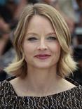 """Atriz e diretora Jodie Foster posa para foto au divulgar seu filme """"Um Novo Despertar"""" no Festival de Cannes. O olhar irônico de Foster sobre a depressão e a terapia foi recebido com entusiasmo no evento na terça-feira. 17/05/2011    REUTERS/Eric Gaillard"""