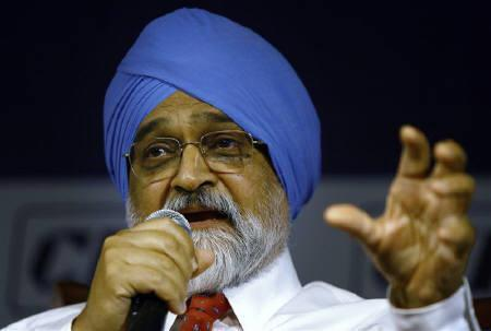 Planning Commission Deputy Chairman Montek Singh Ahluwalia speaks during a conference in New Delhi March 27, 2009. REUTERS/Vijay Mathur/Files