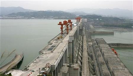 The Three Gorges Dam is seen on the Yangtze River in Yichang, Hubei province October 26, 2010. REUTERS/Stringer