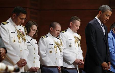 U.S. President Barack Obama (R) prays before the beginning of the U.S. Coast Guard Academy commencement exercises in Leamy Hall Auditorium in New London, Connecticut May 18, 2011. REUTERS/Larry Downing