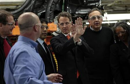 U.S Treasury Secretary Timothy Geithner (C) talks with Chrysler Jeep plant manager Pat Walsh (2nd L), UAW president Bob King (L) and Chrysler Chief Executive Sergio Marchionne (2nd R) during a visit to the Chrysler Jefferson North plant in Detroit, Michigan April 28, 2011. REUTERS/Rebecca Cook